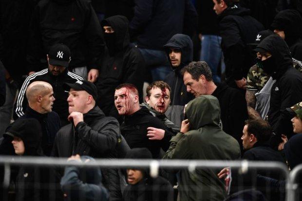 Матч Лиги чемпионов закончился кровавым побоищем и пожаром: видео