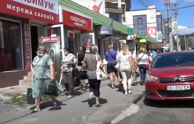 """Тернополяне пошли войной на коммунальщиков Надала из-за дырявой крыши: """"Вы не одни такие"""""""