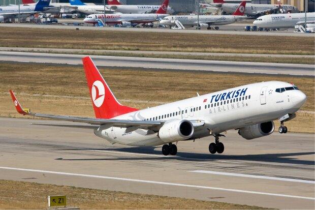 В Турцию не долетели: в Одессе экстренно приземлился пассажирский самолет, смерть заглянула в глаза