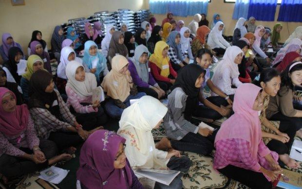В Индонезии впервые запретят брак с детьми