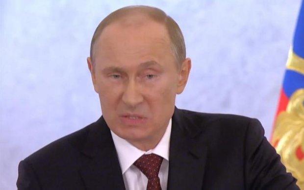 Денег нет, но вы держитесь: в сети троллят брендовые наряды Путина