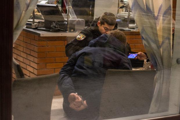 Дві буйні компанії перетворили київський ресторан на поле бою та розстріляли охоронців: відео