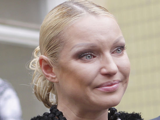 Волочкова накинулась на беременную женщину: заживо похоронила мать