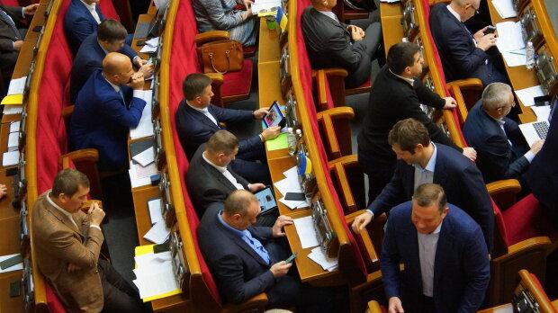 Верховная Рада, нардепы и планшеты - фото Знай.uа