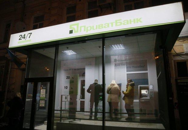 ПриватБанк звинуватили в шахрайстві: списує суми повторно