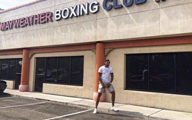 Джошуа показал, как провел тренировку в зале Мейвезера