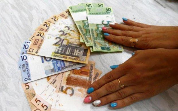 Російський рубль пробив чергове дно