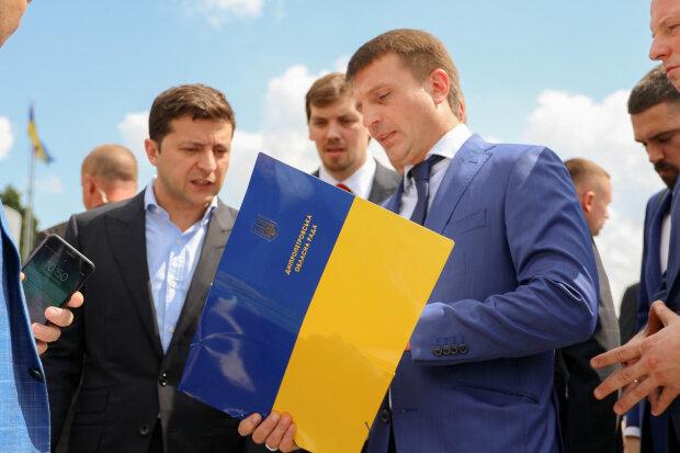 """Зеленський влаштував знахабнілому чиновнику найгірший день у житті: """"Приборкати усіх"""""""