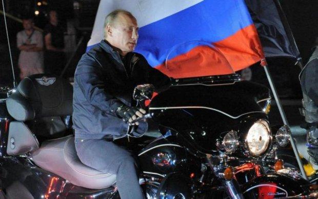 Торжественный косяк: путинские волки первыми нарушили на Керченском мосту