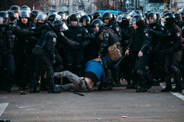 """По стопам Беркута? """"Слуги народа"""" прикрылись силовиками, - под Радой назревает новый Майдан"""