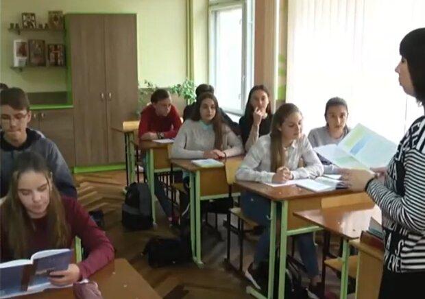 Навчання у школі, кадр з відео