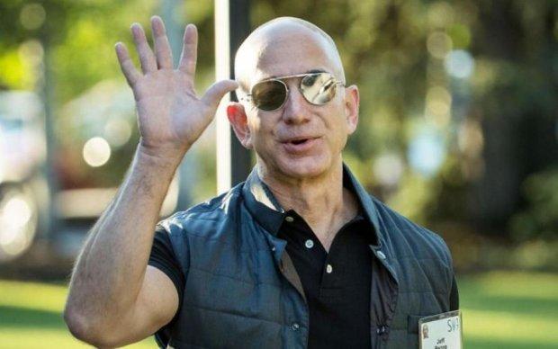 Отец Amazon стал самым богатым в истории бизнесменом