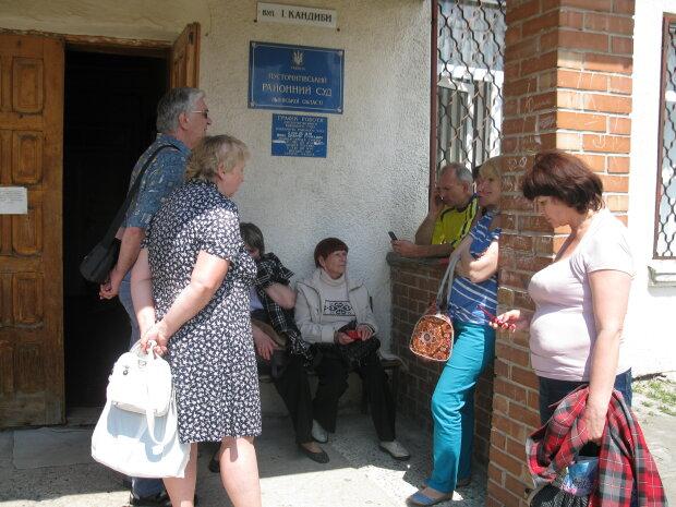 Побили ромів і розгромили табір: суд озвучив вердикт банді львівських малоліток, вийшли сухими з води