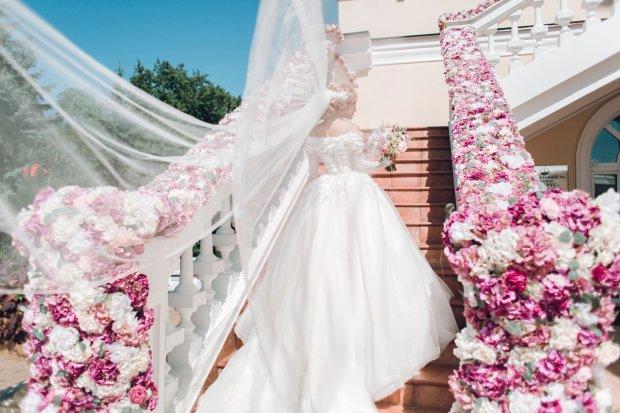 Жених выплеснул невесте в лицо кислоту перед свадьбой: красавица превратилась в чудовище Франкенштейна