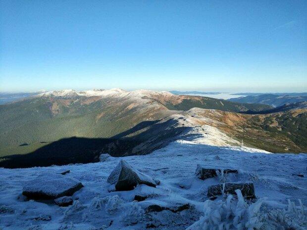 Сніг у Карпатах, фото: facebook.com/chornogora.rescue112