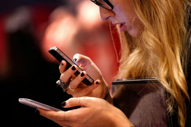"""В Google бьют тревогу из-за атаки хакеров, смартфоны в опасности: одна програма """"сольет"""" о вас все"""