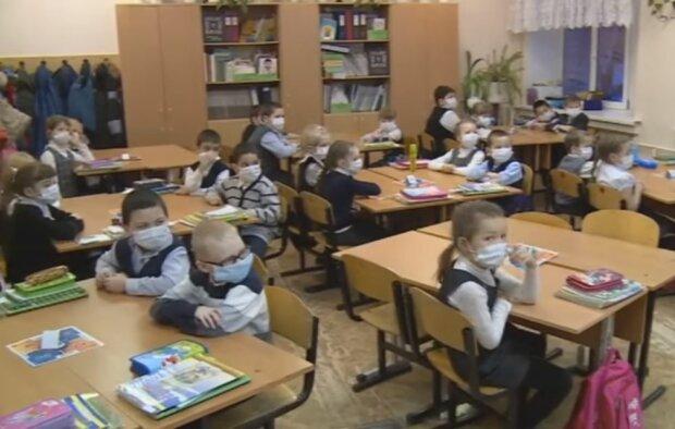 Школьники в масках, скриншот видео