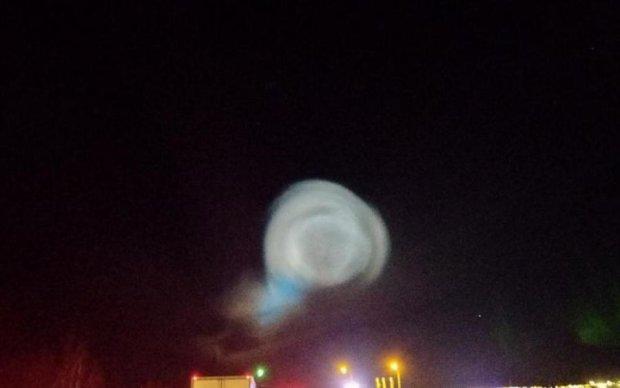 Гігантські кулі і спалахи в небі науково пояснили