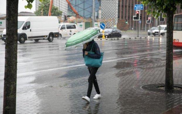 Погода 25 травня змусить вмитися потом і дощами