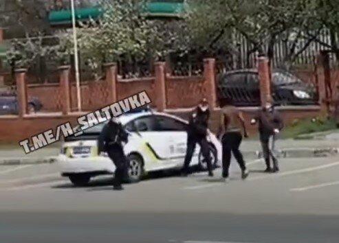 нападение на полицейских, скриншот из видео