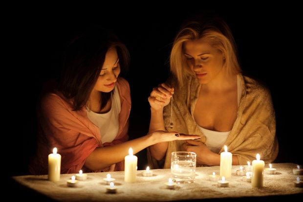 Как приворожить суженого в домашних условиях: советы трехсотлетней ведьмы