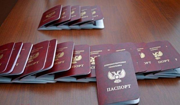 """Стало відомо, навіщо Путін визнав паспорти """"ЛДНР"""""""