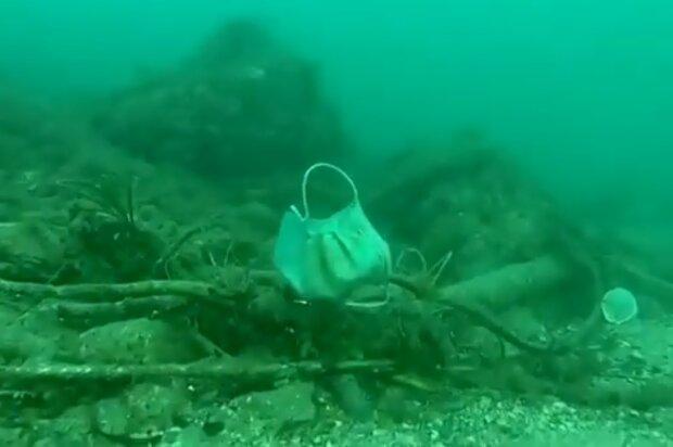 Сміття на дні моря, скрін з відео
