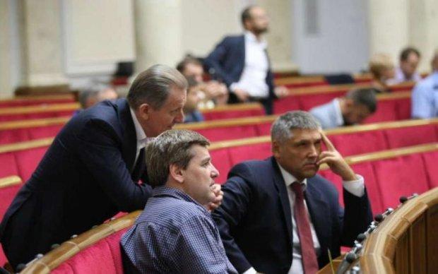 Депутати позбавили повноважень соратників Януковича
