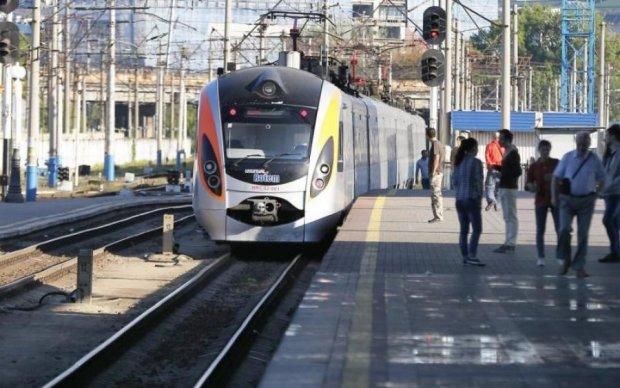 Троица 2018: Укрзализныця запустила дополнительные поезда