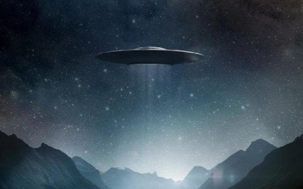 Рой жахливих НЛО облюбував гори: відео