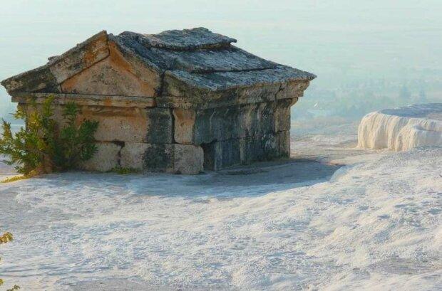 стародавній саркофаг, фото Pxhere