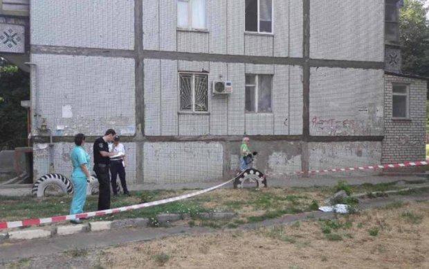 Жуткая смерть: киевлянин вылетел из окна многоэтажки