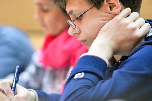 Во Львове более 400 школьников срочно отвели в церковь: стала известна причина