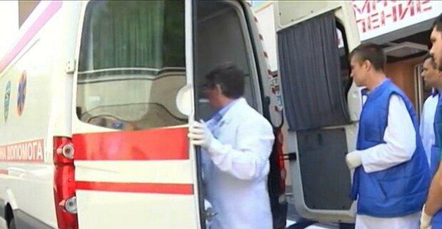 На Львівщині повзуча тварюка відправила жінку на лікарняне ліжко - вп'ялася зубами прямо в п'яту