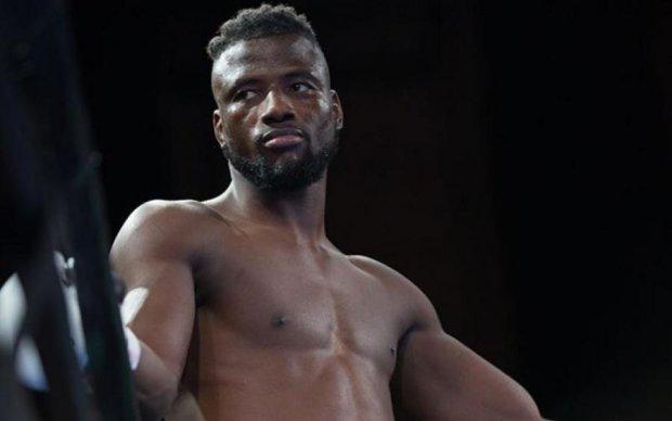Бій року: боксер виграв поєдинок без жодного удару