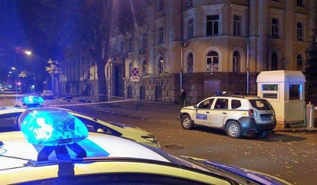 В Одесі біля будівлі СБУ «замінували» автівку (фото)