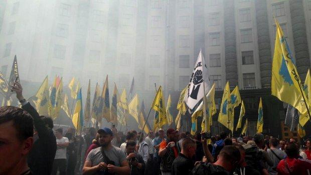 Євробляхери домоглися звільнення заступника голови ДФС: далі - розслідування корупції