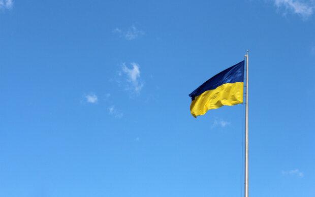 Прапор України, фото з вільних джерел