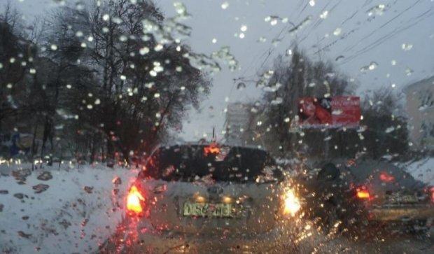 Дощ паралізував дороги Києва