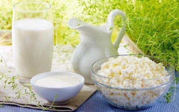 """Небезпечна комбінація: дієтологи назвали """"ворогів"""" молока"""
