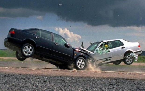 Жуткая авария заблокировала Броварскую трассу