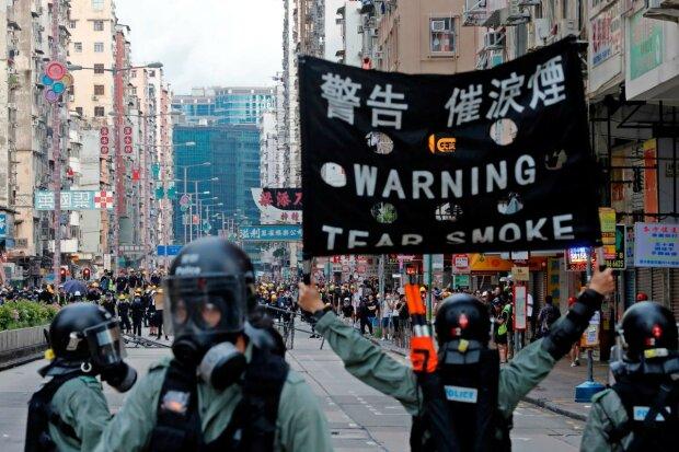 Гонконгський Майдан вирує із новою силою: полетіли коктейлі Молотова, люди опинилися в пастці, відео