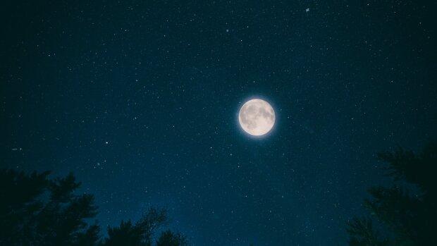 Полнолуние 21 сентября, фото из открытых источников