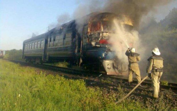 Пассажиры чудом спаслись из горящего поезда на Закарпатье