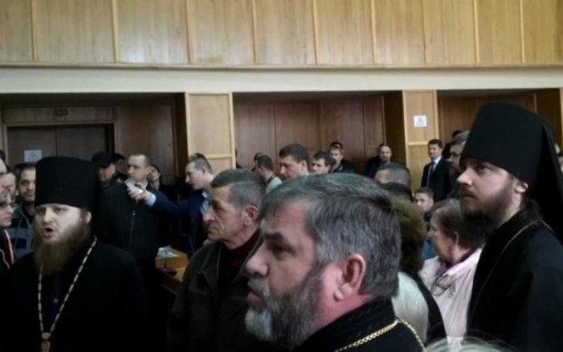 У підряснику і з хрестом: рівненський священик вибив зуб колезі