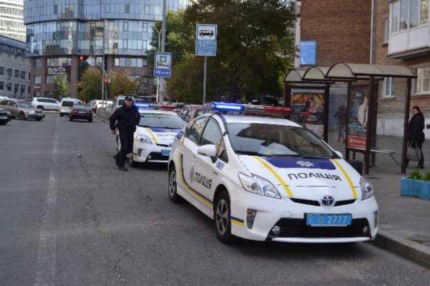 """Во Львове неадекват сбил беззащитного малыша и убежал, патрульные обалдели: """"Еле вытащили из машины"""""""