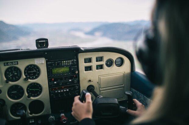 кабина вертолета, фото Pxhere