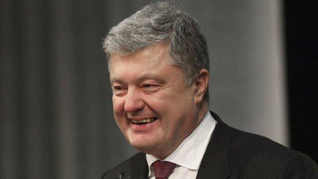 Порошенко не заметили на Шествии Достоинства: где скрывался экспрезидент в самый важный день для Украины