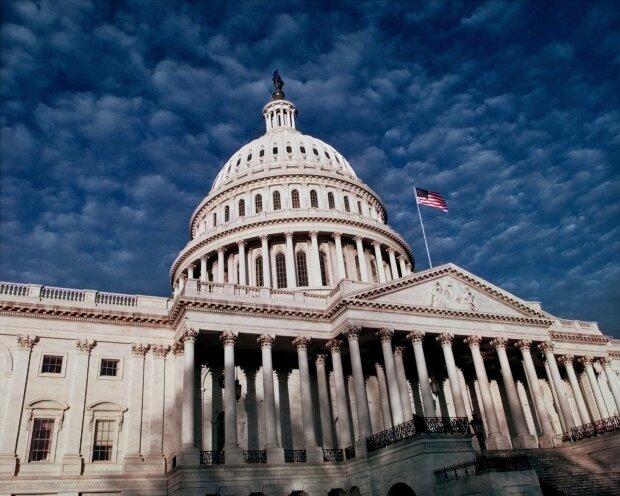 Выступал в Конгрессе за импичмент: в США умер главный враг Трампа Элия Каммингс