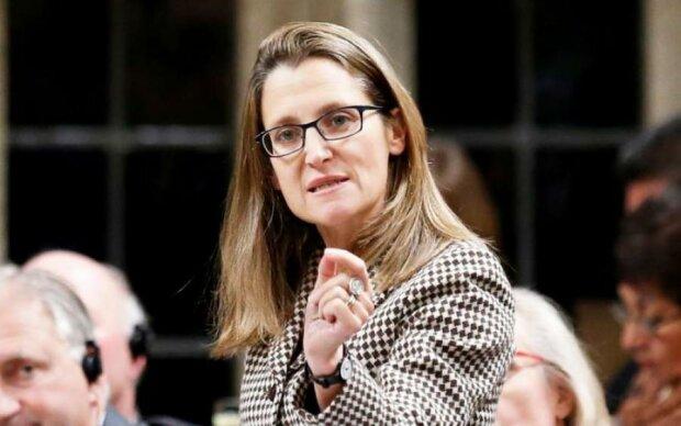 Глава МИД Канады передумала ехать в Украину: что случилось